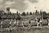Oblíbenými místy pro trávení volných letních i zimních měsíců byla Weberova bouda a rozhledna Královka v Bedřichově.