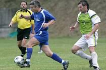 Kvalitní fotbal předvedly Plavy (v modrém) s Malou Skálou. Domácí byli úspěšnější v koncovce a vyhráli 2:0