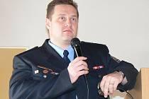 Nadpraporčík Roman Šípek z Policie České republiky zapojil do své přednášky o šikaně i barvité příklady. Studenti Obchodní akademie pak prodiskutovali, co je u problematiky šikany zajímalo.