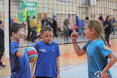 Přes 110 týmů a 250 dětí se sešlo na turnaji barevného volejbalu v jablonecké sportovní hale.