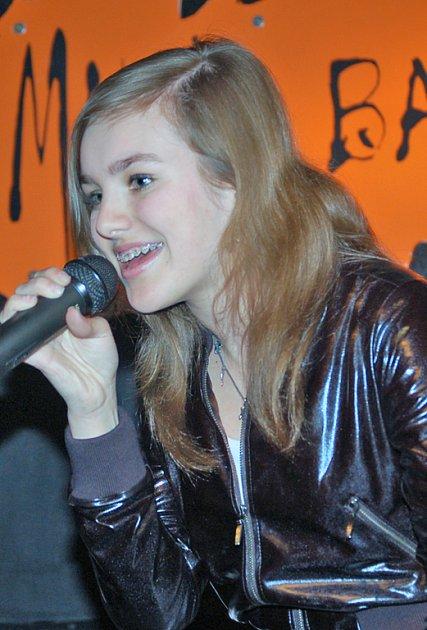 """Ewa Farna zazpívala i hit který ji vyhoupl na vrchol hitparád """"Měls mě vůbec rád."""""""