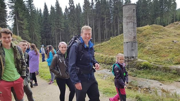 Na Pochod proti proudu vyrazili turisté k Protržené přehradě ze tří směrů: z Albrechtic, z Desné a lidé z Frýdlantska startovali ze Smědavy.