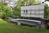 Letní kino v Jablonci se připravuje na novou sezónu.