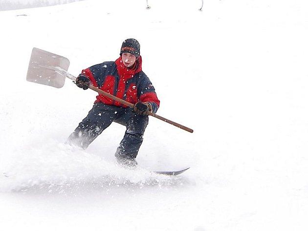 Na horách začíná lyžařská sezóna