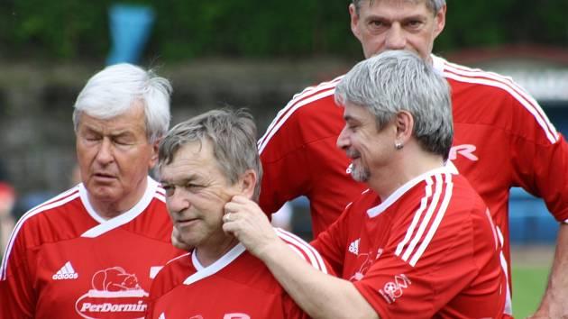 Za Amforu již hrály mnohé osobnosti jak českého showbyznysu, tak fotbalu