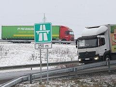 Sjezd z dálnice - ilustrační snímek
