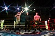 Galavečer bojových sportů, Iron Night Fight 3, proběhl 22. února v městské hale v Jablonci nad Nisou. Na snímku je Martin Sirotek (vlevo) a Roman Hádek v kategorii K1 do 77 kilorgamů.