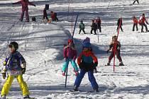 Lyžování - hory již opustily děti z lyžařských kurzů