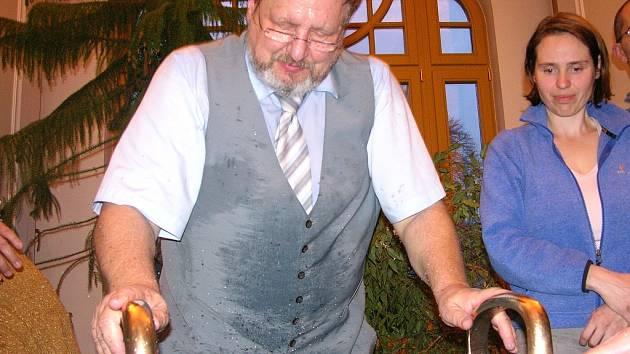 Vodnářský zvon vznikl před staletími a možná i tisíciletími. Podle Tomáš Pfeiffera je pravděpodobně je ale mnohem starší.