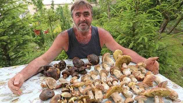 Šťastný houbař. Ilustrační foto