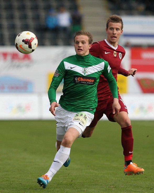 Jablonec porazil Spartu v prvním semifinále Poháru České pošty 3:1. Na snímku je Jan Kopic z Jablonce a Lukáš Mareček ze Sparty.
