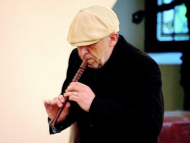 Jiří Stivín předvedl v kostele Sv. Anny, že s flétnou to opravdu umí.