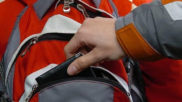 Krádež z batohu. Ilustrační snímek