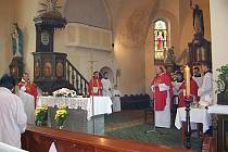 Požehnaní nově zrekonstruovaných oken v kostele sv. Bonifáce v Hanychově