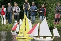 Klub Admirál pořádá soutěže lodních modelářů.