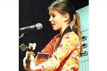 VÍTĚZKA. Desetiletá Andrea Bělíková z Jablonce vyhrála v republikovém pražském klání 1. místo v kategorii mladších kytaristů.