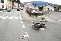 Řidič motocyklu Jawa 50 nedával pozor a v Tanvaldě havaroval.