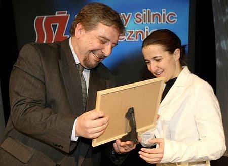 V dospělých jednotlivcích převzala cenu za 5. místo Alena Housová,  skiboby, od šéfredaktora severočeských Deníků Miroslava Pakosty.