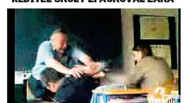 Obrázky, které obletěly celou republiku. Jiří Pacholík, v červnu ještě ředitel ZŠ Pelechovská v Železném Brodě, dal facku a strčil do žáka. Jiný žák akci natočil a pověsil na stránky YouTube.