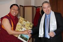 V pátek odpoledne přijal jablonecký starosta Petr Tulpa v obřadní síni Ven. Ven. Lamu Kalsanga Tamanga, který je v České republice na pracovní návštěvě od 16. do 23. března.