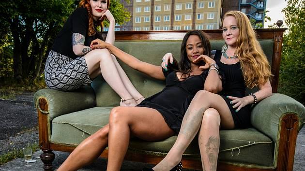 BLUE SISTERS skvělé zpěvačky Inu Forsman z Finska, Laylu Zoe z Kanady a Tashu Taylor z USA. Ve středu večer zazpívají v jabloneckém Klubu Na Rampě.