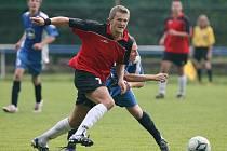 Rezerva Železného Brodu (v červeném) porazila na domácím hřišti Rovensko 2:0.