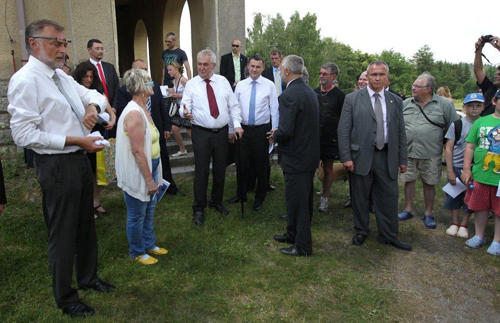 Prezident Miloš Zeman při oficiálně cestě do Libereckého kraje na návštěvě v Nové Vsi.