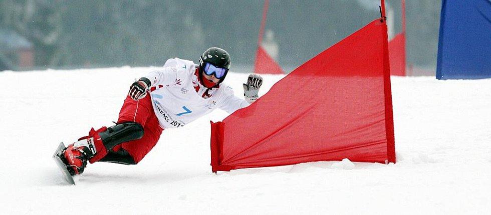 7 KOLEGOV Valery (RUS) – bronzový závodník čtvrtečního slalomu. Obří slalom na snowboardu na evropské olympiádě mládeže EYOWF 2011 v Rejdicích.