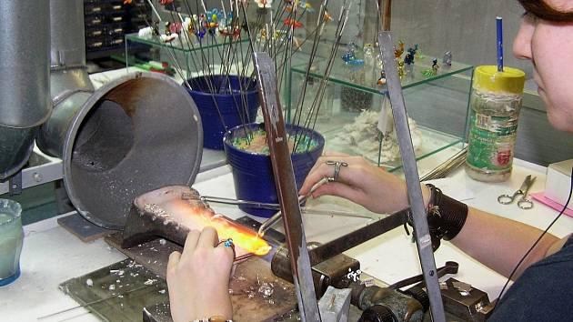 Předvádění výroby ve firmě Lampglas