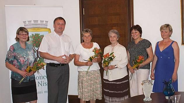 Primátor města Petr Beitl se setkal s učitelkami, které se v červnu loučí se svým pedagogickým posláním.