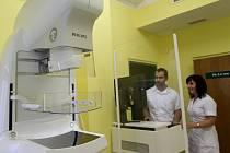Na ilustračním snímku digitální mamograf za šest milionů korun, které v roce 2012 zakoupilo jako zřizovatel město Jablonec. V roce 2012 se jednalo o největší investici.
