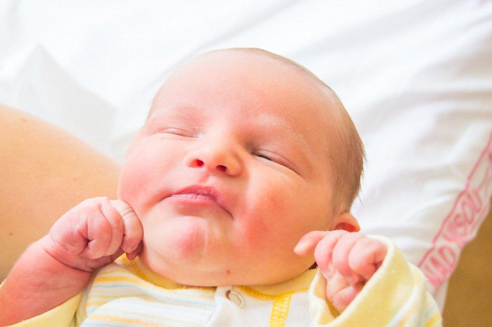 JIŘÍ VELE se narodil v pondělí 11. září mamince Markétě Marholdové z Liberce. Měřil 51 cm a vážil 3,66 kg.