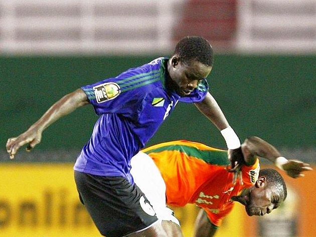 FK BAUMIT Jablonec má novou exotickou posilu. Je jí Jacque Alain Elyse Tanoh (na snímku vpravo) z Pobřeží Slonoviny.