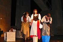 Během sobotního Dne památek v Jablonci zkoušel soubor Ars iuvenum Liberec na jevišti Městského divadla muzikál Muž z kraje La Mancha. Uvede jej zde v premiéře ke 100. výročí divadla 22. září od 19 hodin.