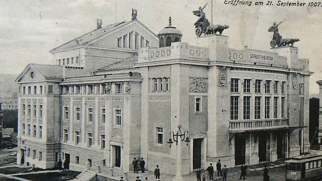 Jablonecké divadlo v roce 1907.
