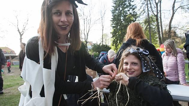 Čarodějnice ve dvoře minipivovaru Volt.