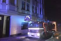 NOČNÍ požár v Jablonci zaměstnal hasiče.