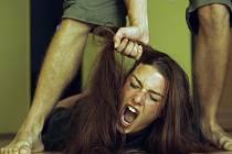 Domácí násilí, týrání žen. Ilustrační snímek.