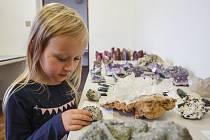 V jabloneckém Perlexu proběhl den otevřených dveří, kde si lidé mohli prohlédnout výrobu perel, nebo si vytvořit svůj vlastní šperk.