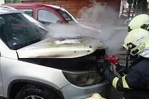 V Jablonci hořelo auto. Požár způsobil škodu ve výši 150 tisíc korun