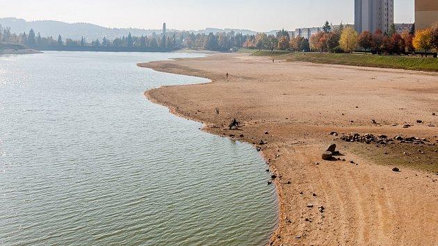 Přehrada v Jablonci nad Nisou na snímku z 12. října.