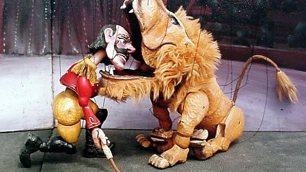 Dřevěný cirkus v podání divadelní společnosti Karromato