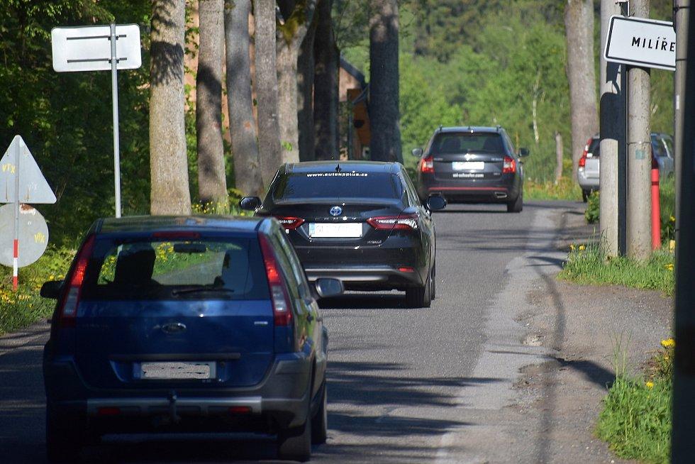 Přes Milíře dnes jezdí tisíce aut denně, před rekonstrukcí křižovatky Rádelský mlýn to byly desítky.