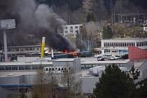 V Jablonci hořel přístřešek. Na místě zasahovali hasiči