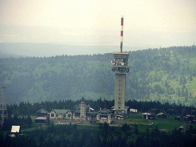 Nedělní šampionát byl vrcholem české sezony v cyklistickém downhillu. Konal se na Klínovci v Krušných horách.