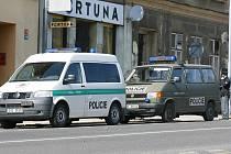 Policejní vozy na Horním náměstí.