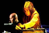 Francouzský mág elektronické hudby Jean Michel Jarre.