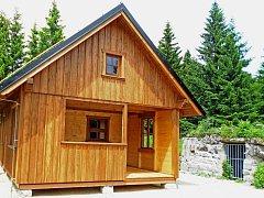 Nová bouda. Zbytky té Krömerovy vpravo