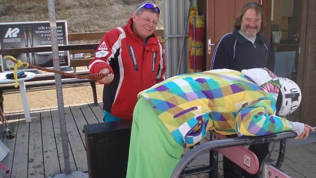 Velikonoční lyžování na Tanvaldském Špičáku.