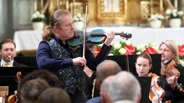 Houslový virtuóz Pavel Šporcl vystoupí ve čtvrtek v Městském divadle v Jablonci.